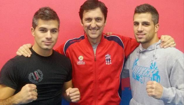 Andoni y Asier Iglesias, junto a José Vicente Eguzkiza.