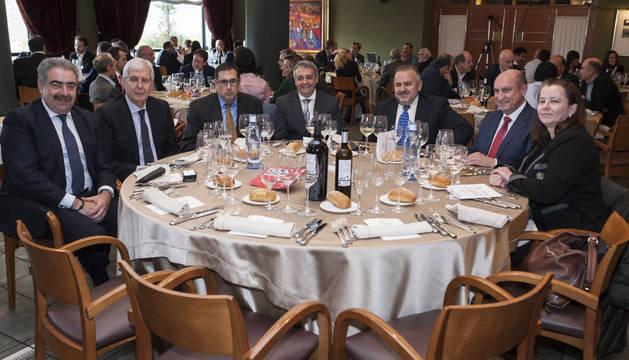 Tras la comida los invitados formularon preguntas a los ponentes