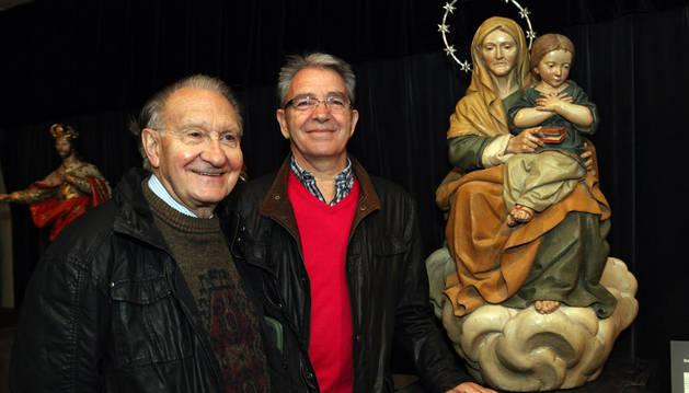Luis Eduardo Gil Munilla y Pepe Alfaro, junto a la imagen de Santa Ana.
