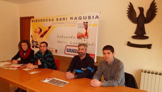 Amaia Gerrikagoitia, Iñaki Galarza, Iker Flores y Javier Fonseca, en la presentación de la carrera.