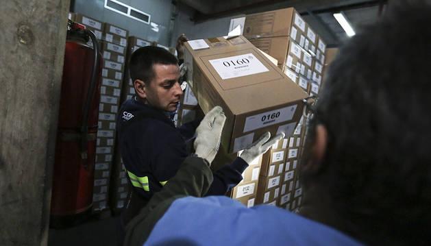 Unos 32 millones de argentinos elegirán presidente este domingo