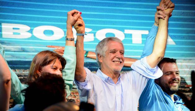 Colombia elige a los alcaldes para el posconflicto en una jornada en paz
