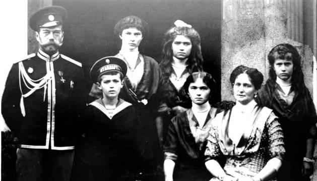 El zar Nicolás II y su familia, asesinados en 1918.