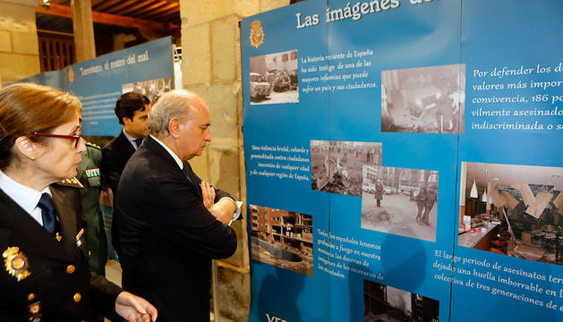 El ministro del Interior, Jorge Fernández Díaz, en la apertura de la exposición.