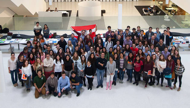 Alumnos de Económicas de la UN celebran el 'International Day'