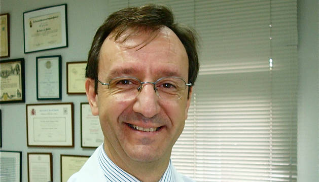 Un médico de San Juan de Dios, miembro de la Sociedad Americana de Cirujanos de Hombro y Codo