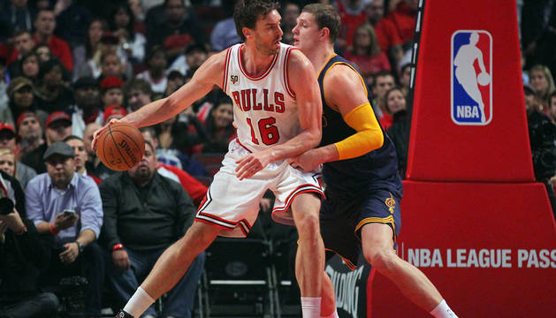 La defensa de Gasol y los puntos de Mirotic pueden con James