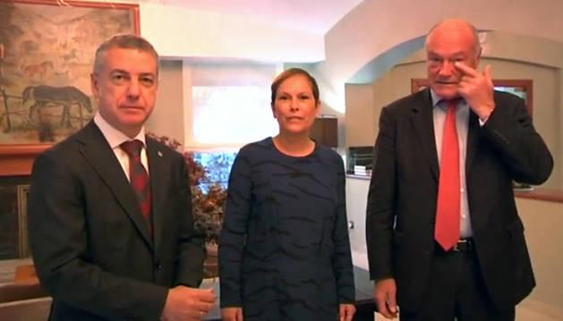 La presidenta navarra, Uxue Barkos, junto al presidente de Aquitania, Alain Rousset (dcha.), y el lehendakari vasco, Íñigo Urkullu.