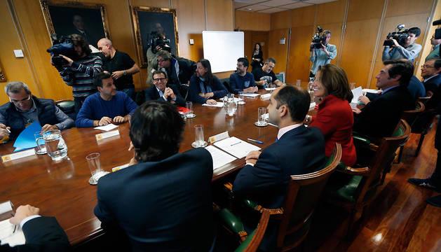 La secretaria general de Industria, Begoña Cristeto (3i), durante la reunión del grupo de coordinación y seguimiento de las inversiones del Grupo VW en España.