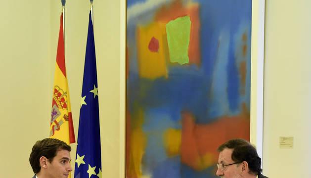 Rajoy recibe a Rivera en Moncloa para hablar del desafío independentista