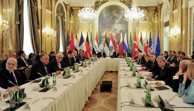 Comienza la cumbre que debate una solución dialogada a la guerra en Siria