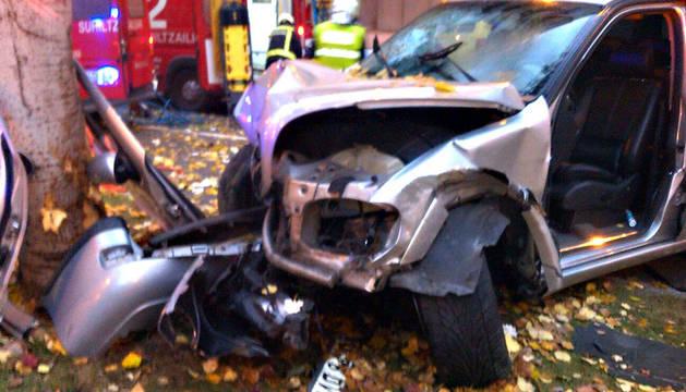 Los bomberos tuvieron que retirar las puertas del vehículo.