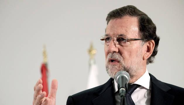 El presidente del Gobierno, Mariano Rajoy, durante una rueda de prensa en Telde.