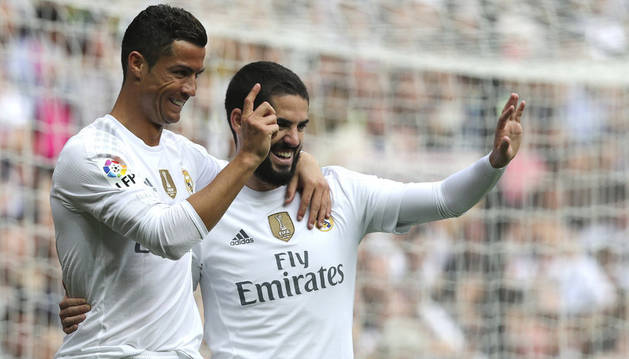 Cristiano e Isco celebran un gol.