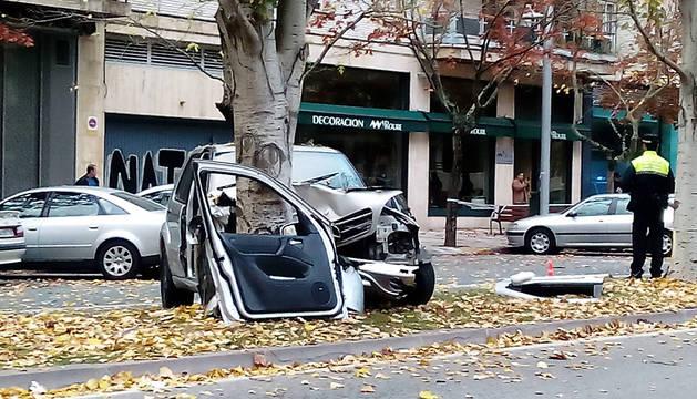 El vehículo quedó empotrado contra un árbol en Sancho el Fuerte.