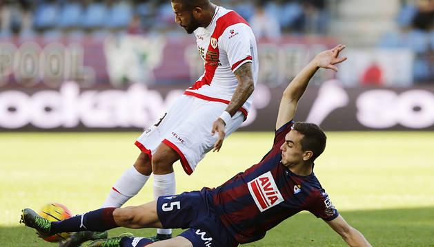 La victoria regresa a Ipurúa gracias a un gol en propia meta (1-0)