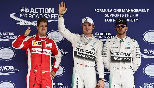 Rosberg aprovecha la 'relajación' de Hamilton y logra la 'pole'
