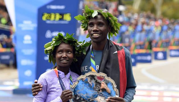 Mary Keitany y Stanley Biwott, vencedores de la maratón de Nueva York.
