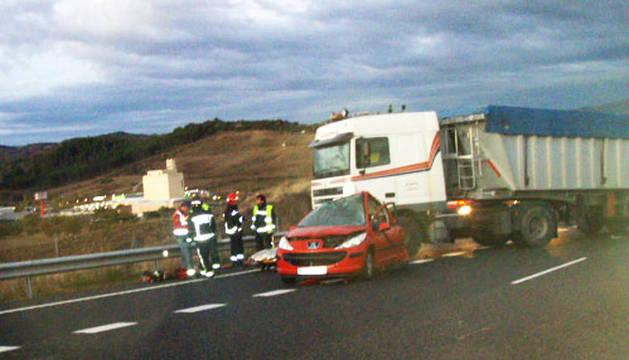 Vehículos implicados en la colisión en la que falleció una mujer en Ayegui.