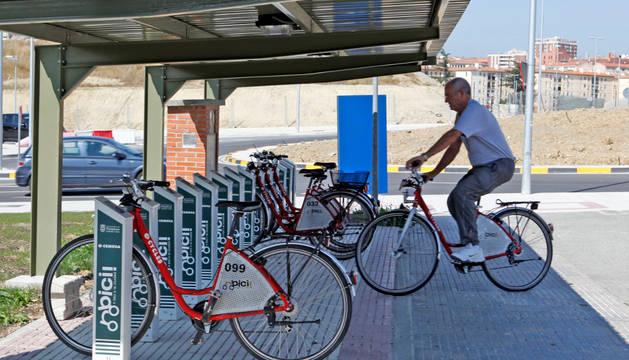 Estación del servicio de alquiler de bicicletas del Ayuntamiento en la UPNA.