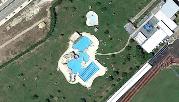 Vista aérea de las piscinas de Viana.