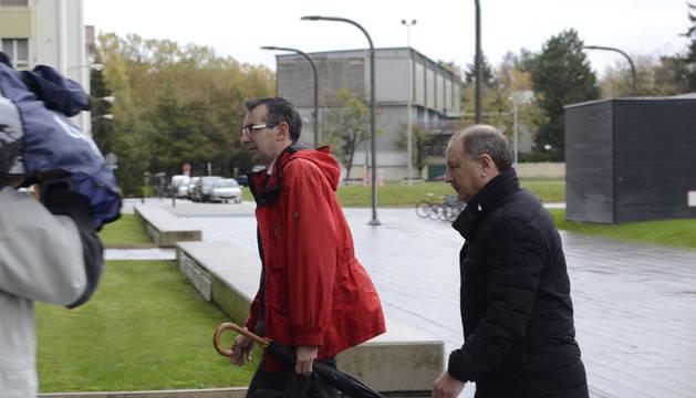 Pedro Zudaire, acompañado por su abogado.