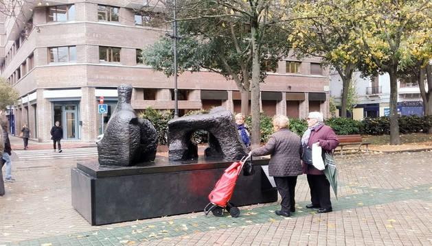 El Paseo de Sarasate acoge seis esculturas de Henry Moore