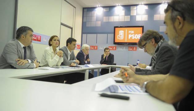 UGT y CC OO de VW Navarra trasladan a Pedro Sánchez sus