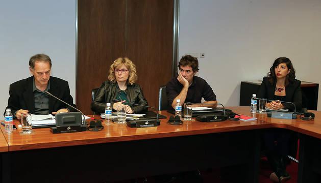Adolfo Araiz, Arantza Izurdiaga (EH Bildu), Eduardo Santos, Laura Pérez (Podemos).