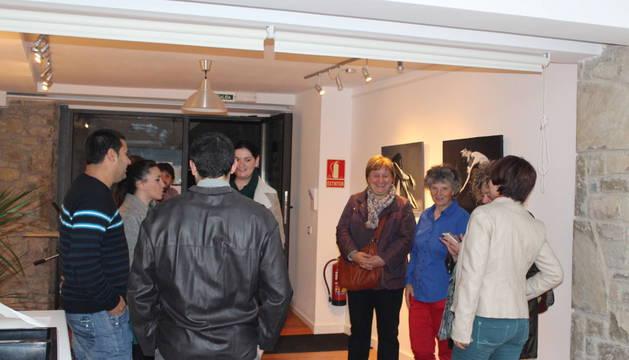 Asistentes a la inauguración del centro de creación artística en Sangüesa.