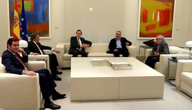 Mariano Rajoy durante la reunión con los secretarios generales de UGT y CC.OO.