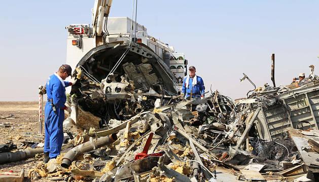 EE UU y Europa sugieren que una bomba del EI hizo estallar el avión
