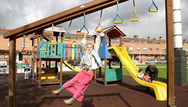 Pamplona deberá indemniza a un padre que se cayó en un parque infantil con 10.000 €