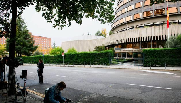Periodistas frente al Tribunal Constitucional.
