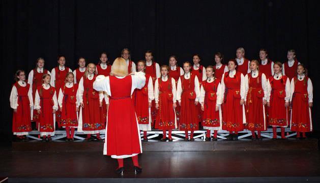 Las integrantes del coro femenino Girls Choir of Musamari, en un momento de su actuación.