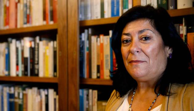 Almudena Grandes novela la crisis con 'Los besos en el pan'