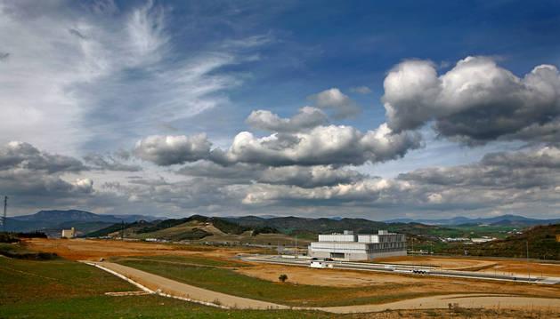 El centro tecnológico está situado a la entrada de Estella, junto a la salida de la A-12 en Merkatondoa.