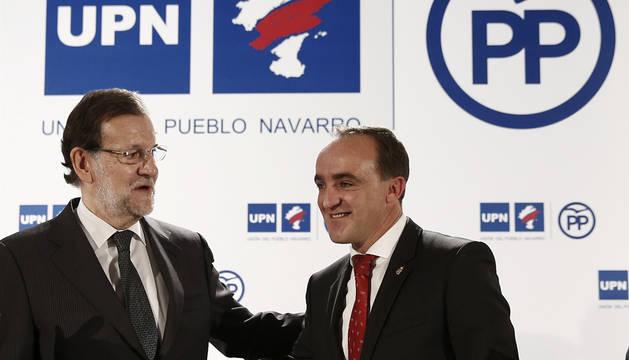 Rajoy y Esparza se comprometen con el régimen foral al firmar el pacto