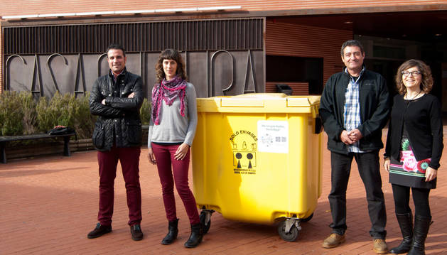 Carlos de Miguel, Sabina García, Pedro Leralta y Susana Aldaz, durante la presentación de la aplicación.