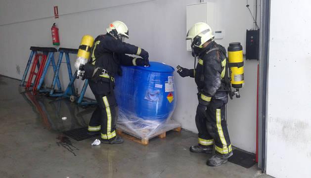 Desalojan una empresa en Tajonar por el riesgo de un escape tóxico