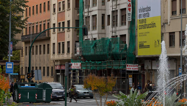 Edificio en el número 4 de la avenida de Zaragoza, antiguo hostal Príncipe de Viana.