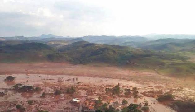 Al menos 17 muertos y 75 heridos tras la ruptura de un dique en Brasil