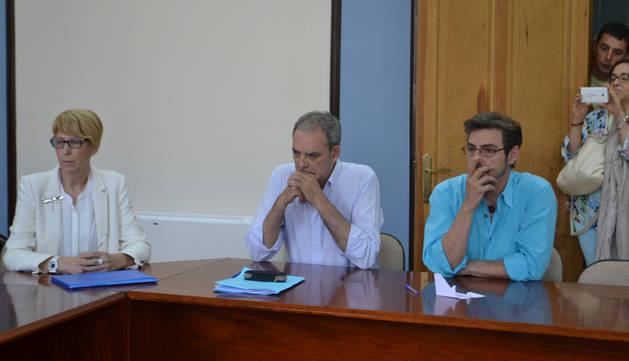 Consuelo Ochoa, José Luis Martínez, y José Justo.