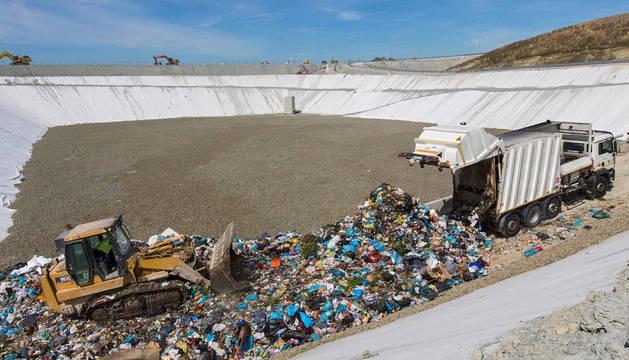 El contrato de recogida de residuos lleva más de 8 meses prorrogado