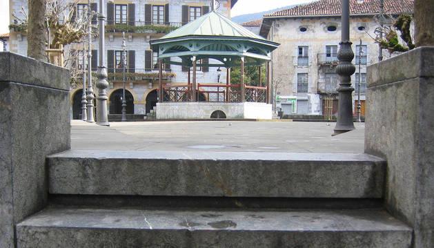 Acceso a la plaza Zaharra, con el Ayuntamiento al fondo.