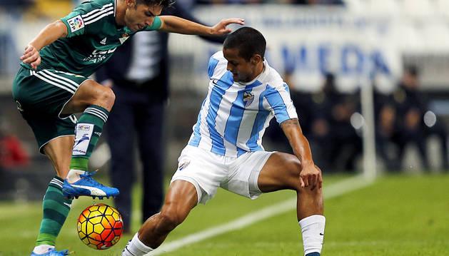 Un gol de Rubén Castro da aire al Betis y deja tocado al Málaga (0-1)