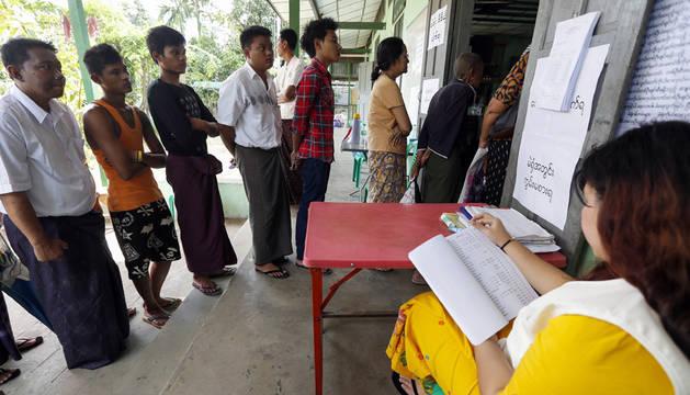 Birmania vota hoy en las primeras elecciones libres en 25 años
