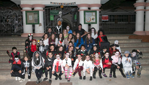 Foto de componentes de la asociación Estepandra de Tudela, durante la celebración de Halloween.