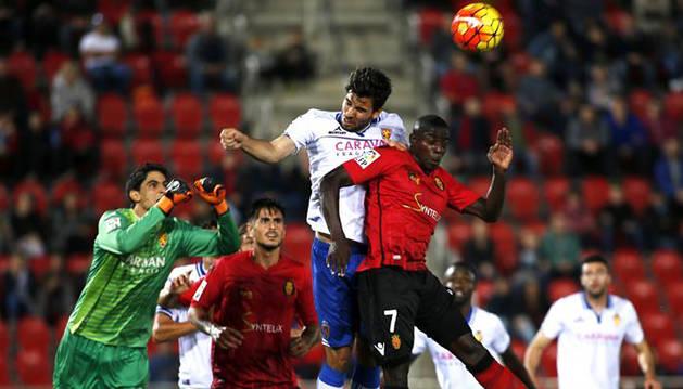 El Zaragoza se beneficia de los pinchazos de Córdoba y Osasuna