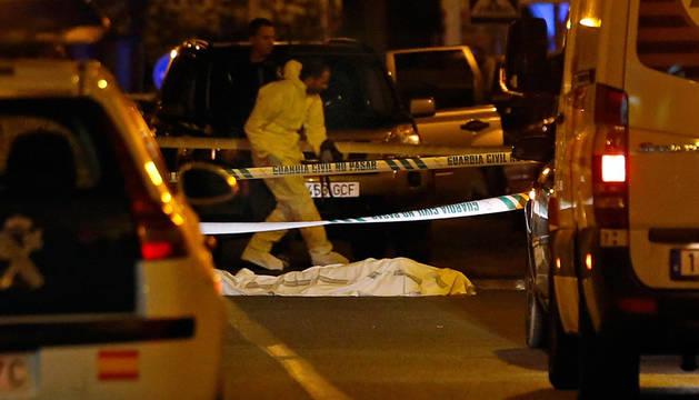 Un maltratador mata a tiros a su mujer y a su suegra ante su hijo de tres años